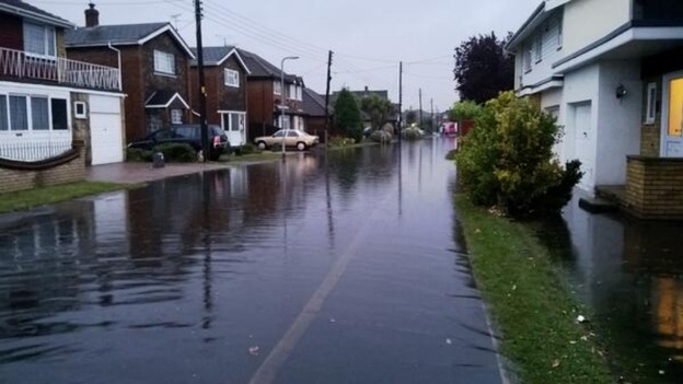 canvey flooding by Danny Oayne - Twitter